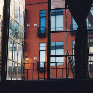 На первичном рынке Москвы востребованность апартаментов в 10 раз ниже, чем спрос на квартиры; законодательные изменения в данном сегменте могут привести его к упадку