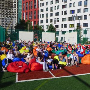 Организация фан-зон в жилых комплексах Концерна «КРОСТ» повысила продажи на 20% за весенне-летний период.